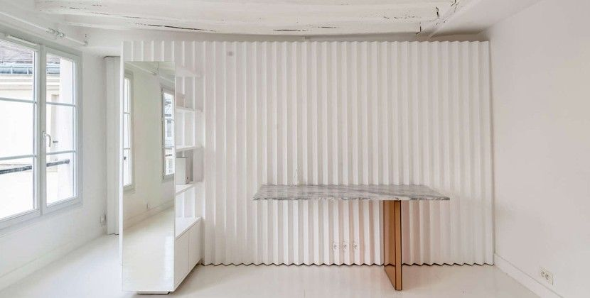 Les enfants rouges: minimalistisch microappartement in parijs